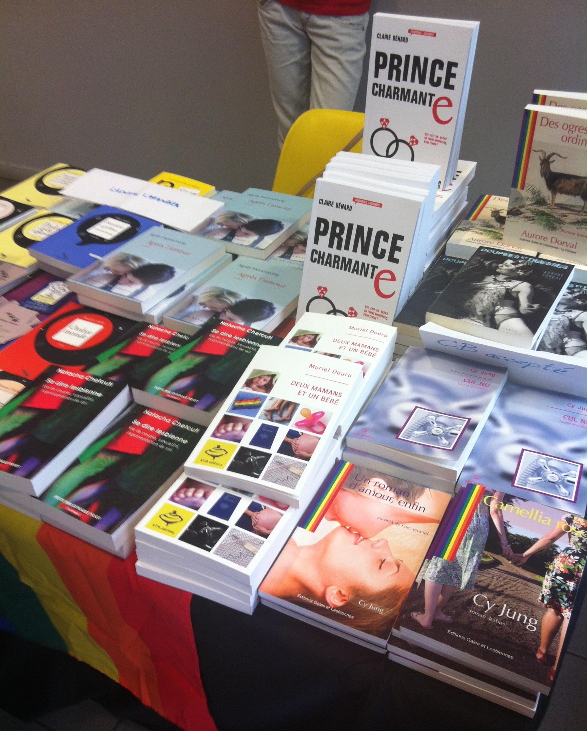 salon du livre lesbien stand livres LGBT